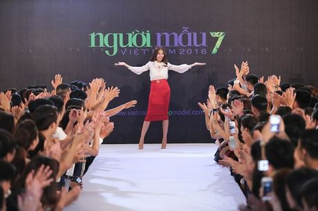 "Nhin lai hanh trinh ""Break the rules"" cua Vietnam's Next Top Model 2016 - Anh 1"