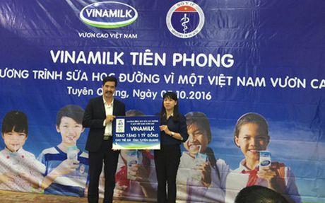 """Vinamilk phat dong """"Sua hoc duong 2016"""" tai Tuyen Quang - Anh 1"""