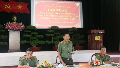 Hoi thao xay dung cac quy dinh ve cong tac thi dua khen thuong trong CAND - Anh 1
