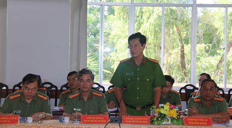 Hoi thao xay dung cac quy dinh ve cong tac thi dua khen thuong trong CAND - Anh 3