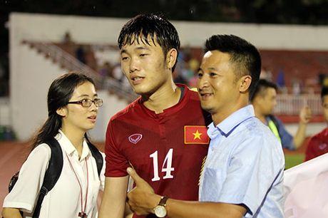Viet Nam thang Trieu Tien: Cau thu xuc dong tri an khan gia - Anh 1