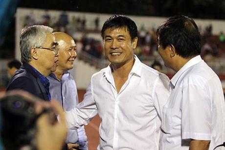 Viet Nam thang Trieu Tien: Cau thu xuc dong tri an khan gia - Anh 6
