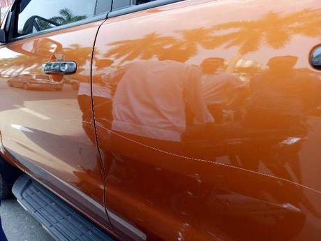 Do xe an sang gan Cong ty Kim Cuong, Ford Ranger bi ke gian vach son - Anh 1