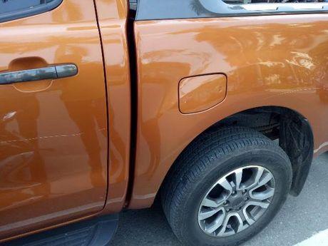 Do xe an sang gan Cong ty Kim Cuong, Ford Ranger bi ke gian vach son - Anh 2