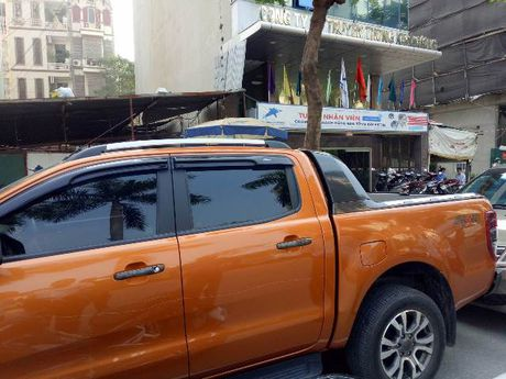 Do xe an sang gan Cong ty Kim Cuong, Ford Ranger bi ke gian vach son - Anh 3
