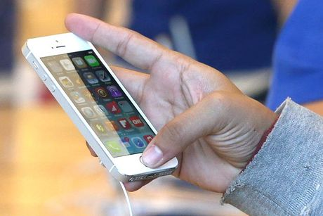 iPhone xach tay: Nguy co thanh cuc gach vi mo khoa 'lau' - Anh 1
