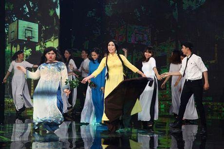 Tien Luat nuc no khen 'gai xinh' truoc mat vo - Anh 2