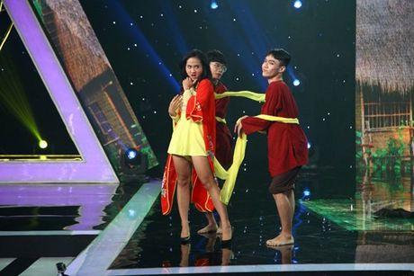 Tien Luat nuc no khen 'gai xinh' truoc mat vo - Anh 4