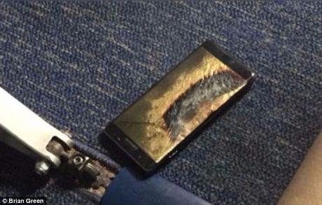 May bay so tan khan vi Samsung Note 7 boc khoi - Anh 1