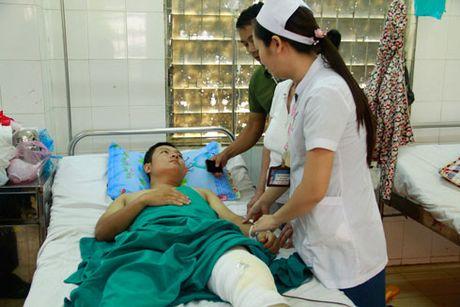 Truy bat nhom doi tuong nem da lam trong thuong chien si CSGT - Anh 1