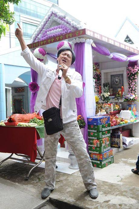 Cac nghe si khoc- cuoi ben mo Le Cong Tuan Anh  - Anh 12