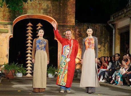 Nguoi dep 'trinh lang' mau ao dai trong Festival Ao dai Ha Noi 2016 - Anh 14