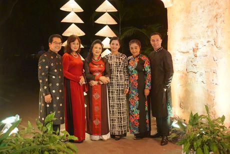 Nguoi dep 'trinh lang' mau ao dai trong Festival Ao dai Ha Noi 2016 - Anh 1
