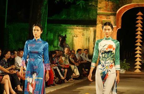 Nguoi dep 'trinh lang' mau ao dai trong Festival Ao dai Ha Noi 2016 - Anh 6