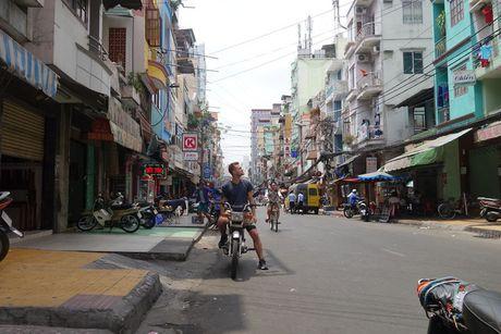 Chang Tay dep trai lai xe 3.500km doc Viet Nam suot 23 ngay - Anh 1