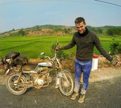 Chang Tay dep trai lai xe 3.500km doc Viet Nam suot 23 ngay - Anh 6
