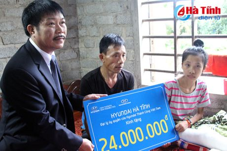Huyndai Thanh Cong trao qua cho hoan canh kho khan - Anh 1