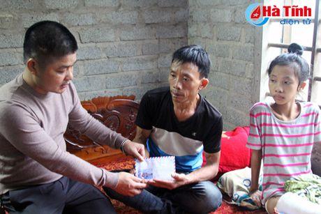 Huyndai Thanh Cong trao qua cho hoan canh kho khan - Anh 3