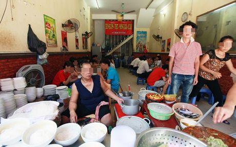 'Bun mang, chao chui' Ha Noi len CNN: Nguoi ban vo van hoa, khong le nguoi an khong biet nhuc? - Anh 1
