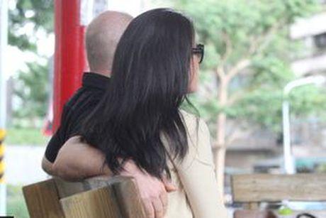 Ban trai cu Lam Y Than bi buoc toi de doa va lam dung tinh duc thieu nu 15 tuoi - Anh 3