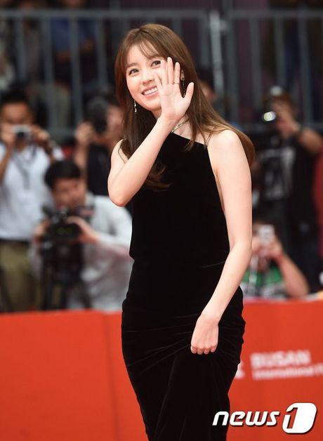 'Thai tu' Isaac dep trai hut hon giua dan sao Han tren tham do Lien hoan phim quoc te Busan - Anh 10