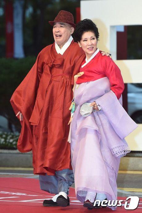 'Thai tu' Isaac dep trai hut hon giua dan sao Han tren tham do Lien hoan phim quoc te Busan - Anh 15
