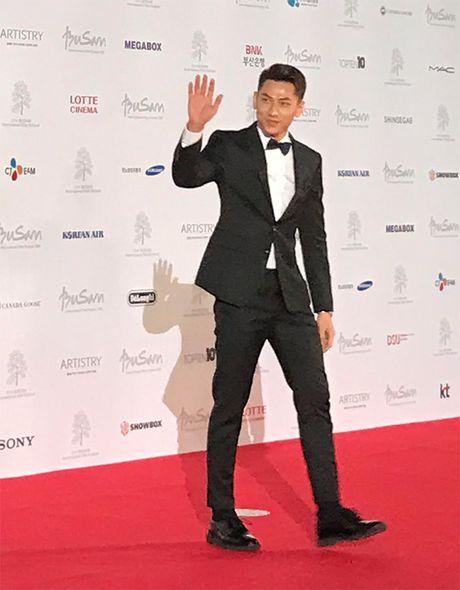 'Thai tu' Isaac dep trai hut hon giua dan sao Han tren tham do Lien hoan phim quoc te Busan - Anh 4