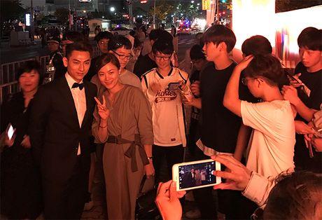 'Thai tu' Isaac dep trai hut hon giua dan sao Han tren tham do Lien hoan phim quoc te Busan - Anh 7