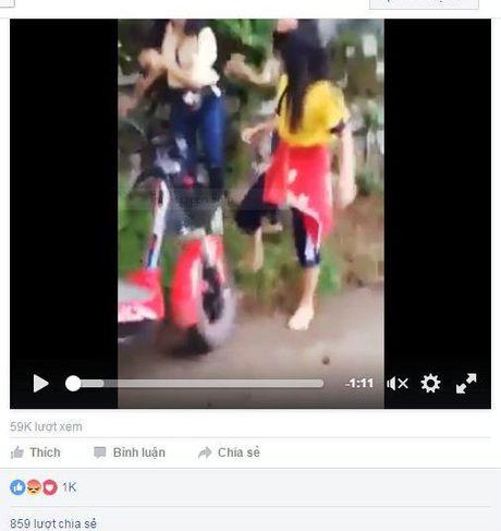 Dang lam ro clip hai nu sinh Hue danh ban giua duong - Anh 1