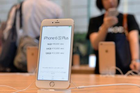 iPhone 6S chinh hang tiep tuc giam gia them 3 trieu dong - Anh 1