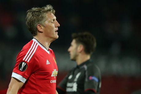 Sao Arsenal, Man City ra suc bao ve Pogba, Schweinsteiger - Anh 2