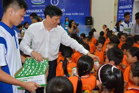 'Sua hoc duong' den voi tre em 14 tinh kho khan - Anh 1