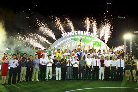 Lo dien nha vo dich Cup Bia Saigon 2016 - Anh 3
