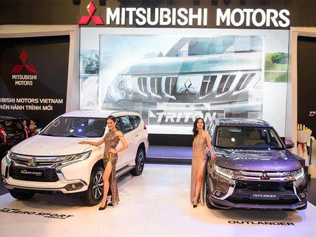Vietnam Motors Show 2016: Su lot xac ngoan muc voi Pajero Sport Premium - Anh 1