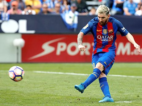Barcelona dang 'dot' bao nhieu tien vi Messi, Suarez va Neymar? - Anh 1