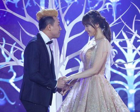 Tran Thanh om ap, ngam Hari Won dam duoi tren san khau - Anh 3