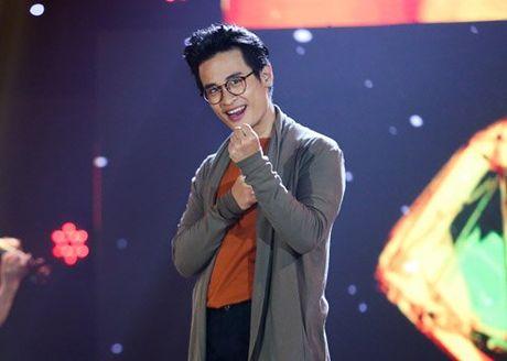 Tran Thanh om ap, ngam Hari Won dam duoi tren san khau - Anh 9