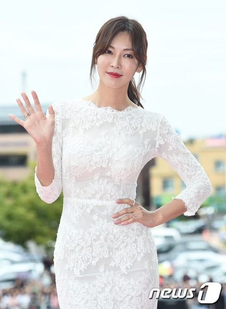 35 tuoi, Son Ye Jin tre trung khong kem sao phim 19+ - Anh 18