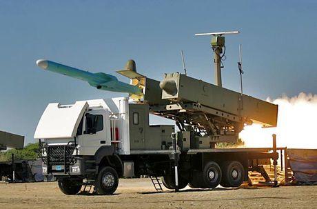 Tham thuong sieu ham HSV-2 cua UAE dinh ten lua C-802 Houthi - Anh 11