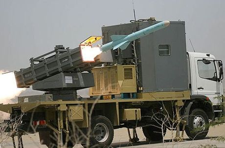 Tham thuong sieu ham HSV-2 cua UAE dinh ten lua C-802 Houthi - Anh 13