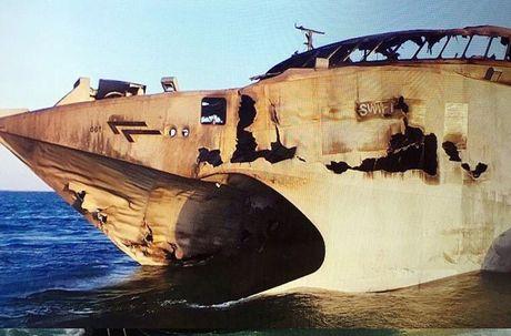 Tham thuong sieu ham HSV-2 cua UAE dinh ten lua C-802 Houthi - Anh 2