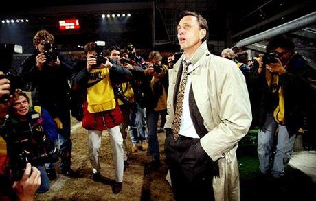Pep Guardiola: 'Toi thieu no Johan Cruyff qua nhieu' - Anh 2