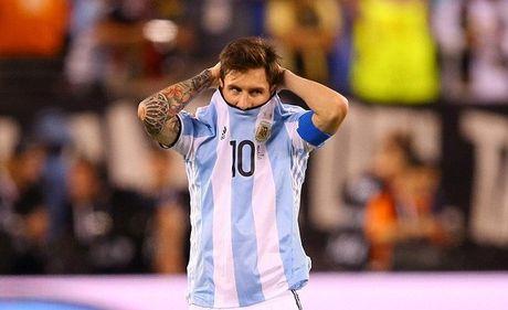Messi thanh thoi di xem phim khi Argentina lai gay that vong - Anh 1