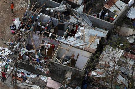 Bao cuc lon o Haiti, gan 300 nguoi thiet mang - Anh 1