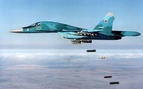 Khong quan Nga nem bom cat duong tiep van IS o Deir Ezzor - Anh 1