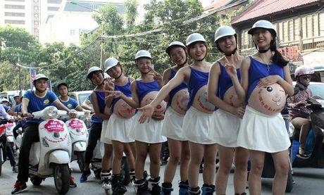Kids Plaza cho 'Ba bau truot patin tren pho' bi xu phat - Anh 1