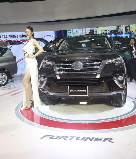 Toyota Fortuner 2017 lieu co thoat khoi biet danh 'vua lat'? - Anh 1