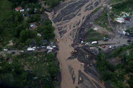 Chum anh: Haiti te liet, 339 nguoi chet vi sieu bao Matthew - Anh 10