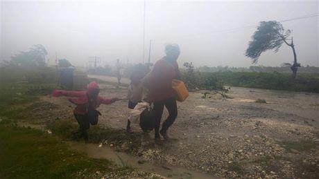 Chum anh: Haiti te liet, 339 nguoi chet vi sieu bao Matthew - Anh 1