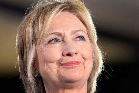 Ba Hillary ap dao ong Trump - Anh 1